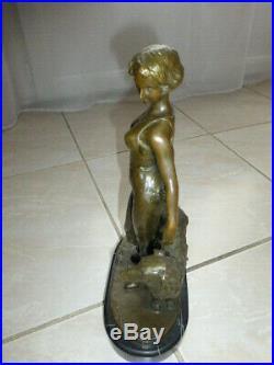 ART DECO J. LORENZL (1892-1950) Sculpture en bronze. FEMME et LEVRIER