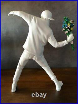 BANKSY Flower Bomber Brandalism, Statue, Sculpture Street Art, version blanche
