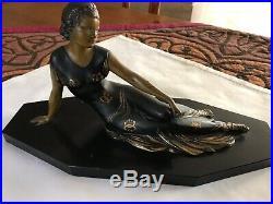 Belle statue sculpture en régule Art Deco dame sur socle marbre noir vers 1930