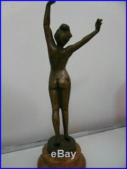 Bronze femme nue style Art Déco sur socle en marbre très bon état