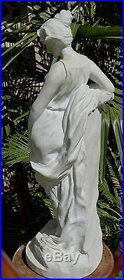 Grand Biscuit Art Nouveau signé du sculpteur Fortiny, vers 1900