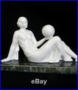 Jeune Fille Au Ballon Art Déco En Céramique Base En Majolique Signée Odyv