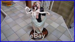 STATUE A SANTINI. Albâtre+Poudre Marbre+Résine. Couple de danseurs. Art déco. 1930