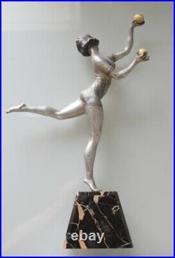 Sculpture Art Deco 1930 Statue femme danseuse aux boules attribuée à Balleste