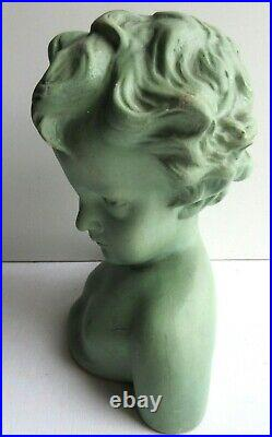 Sculpture Art Nouveau en plâtre Buste d'enfant peint en vert tendre, statue