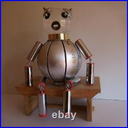 Sculpture figurine robot PRADA design boutique vitrine art contemporain N3395
