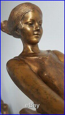 Statue Art éco Originale Signée La Jeune Fille aux Lévriers / Géo Maxim en TBE