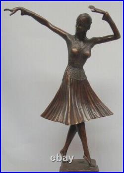 Statue Charleston Style Art Deco Style Art Nouveau Bronze massif Signe
