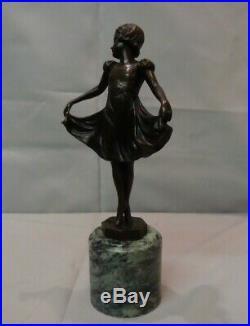 Statue Classique Style Art Deco Style Art Nouveau Bronze massif Signe