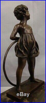Statue Fille Cerceau Style Art Deco Style Art Nouveau Bronze massif Signe