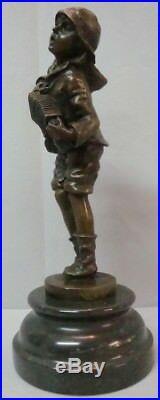 Statue Garcon Style Art Deco Style Art Nouveau Bronze massif Signe