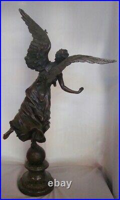 Statue La victoire Style Art Deco Style Art Nouveau Bronze massif