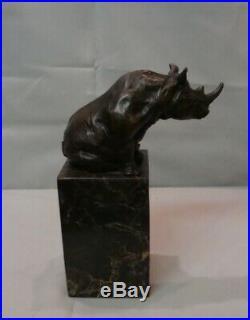 Statue Rhinoceros Style Art Deco Style Art Nouveau Bronze massif Signe