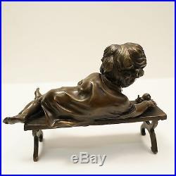 Statue Sculpture Garcon Style Art Deco Style Art Nouveau Bronze massif Signe