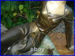 Statue sculpture Art Déco 1925/30 signée LIMOUSIN femme à l'oiseau