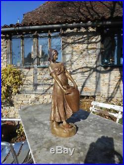 Terre cuite de GOLDSHEIDER Porteuse d'eau Signée Louger C. 1902-Art nouveau