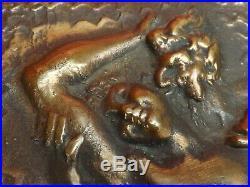 Très Joli Bas Relief en Bronze massif. Nu Féminin, Faune, Art Nouveau. Signé J. B
